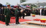 Tổng Bí thư Nguyễn Phú Trọng và các lãnh đạo Đảng, Nhà nước thả nắm đất tiễn biệt cố Tổng Bí thư Đỗ Mười