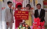 """Bố mẹ cô dâu """"chơi sang"""" in biển """"tặng 10 tỷ đồng"""" làm quà cưới gây xôn xao"""