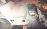Video: 2 tù nhân Mỹ vượt ngục bằng cách chui vào thùng rác