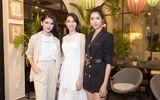 """Nguyễn Thúc Thùy Tiên học hỏi """"đàn chị"""" trước ngày tham dự Hoa hậu Quốc tế 2018"""