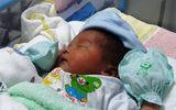 Sản phụ mang khối u 5kg may mắn hạ sinh bé trai 3kg