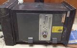 Trộm két sắt chứa tài sản hơn 1 tỷ đồng, khiêng ra ngoài kênh rồi bỏ lại nửa đêm