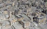 """""""Tử địa"""" Raqqa trôn vùi hơn 8.000 dân thường sau các cuộc không kích của Mỹ tại Syria"""