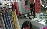 """Video: """"Nữ quái"""" giả vờ mua quần áo rồi mở tủ cuỗm túi xách"""