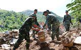 Lũ quét ở Khánh Hoà: Huy động hàng chục chiến sĩ giúp dân dọn dẹp đống đổ nát
