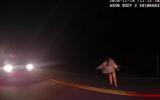 Video: Chạy trốn cảnh sát, người phụ nữ ném trẻ sơ sinh xuống đường