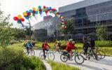 """""""Bạo tay"""" chi 1 tỉ USD, Google dễ dàng mua đứt công viên công nghệ Shoreline"""