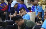 Đội tuyển Việt Nam mệt mỏi, chờ 4 tiếng mới được nhập cảnh tại Philippines