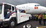 Thu bằng lái 2 phi công VietJet trong sự cố rơi bánh máy bay rơi lốp