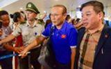 Đội tuyển Việt Nam rạng rỡ trở về trong sự chào đón của người hâm mộ