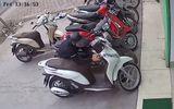 Video: Táo tợn bẻ khóa trộm SH trong 5s ở Hà Nội