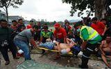 CĐV Malaysia ngất xỉu, nằm la liệt bên đường khi xếp hàng mua vé chung kết AFF Cup