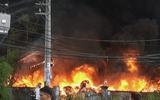 Hàng trăm cảnh sát PCCC dập đám cháy 3 nhà xưởng ở ven TP.HCM suốt 5 giờ