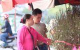 Đào Nhật Tân tưng bừng xuống phố đón Giáng sinh, Tết Dương lịch