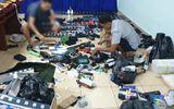 """Bộ Công an bắt đường dây buôn bán vũ khí """"khủng"""": """"Hàng nóng"""" đặt từ nước ngoài phân phối công khai trên mạng xã hội"""