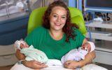 Chuyện xưa nay hiếm: Bà mẹ sinh đôi 2 con cách nhau 12 ngày