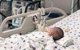 Bé trai 15 tháng tuổi nguy kịch vì uống thuốc trừ sâu đựng trong chai trà xanh