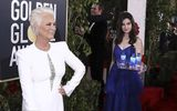 Cô gái bưng nước gây náo loạn thảm đỏ Quả cầu Vàng khiến sao Hollywood phẫn nộ