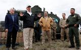 Tổng thống Trump đưa ra tuyên bố bất ngờ sau khi thị sát khu vực biên giới với Mexico