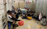 """Cảnh sát đột kích vũ trường ở TP.HCM, phát hiện gần 30 """"dân chơi"""" phê ma túy"""