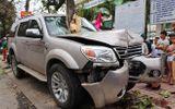 Quảng Nam: Tài xế ô tô mất lái, đâm chết bé trai 3 tuổi đứng chờ xe buýt về quê cùng mẹ