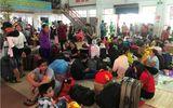 Hàng ngàn hành khách về quê ăn Tết vạ vật sau sự cố tàu SE1 trật bánh