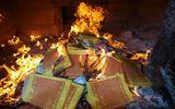 Cẩn trọng hiểm họa cháy nổ do thắp hương, đốt vàng mã dịp Tết