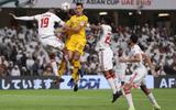 """Ngăn CĐV Qatar vào sân cổ vũ, hoàng tử UAE """"chơi trội"""" khi mua toàn bộ vé vào sân"""