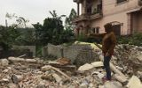 Dùng máy ủi phá sập nhà, 3 mẹ con bơ vơ: Càng giáp Tết càng xót xa