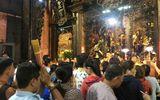 Người dân đổ xô đi cúng vía Thần Tài tại ngôi chùa cựu Tổng thống Obama từng ghé thăm