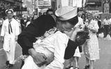 """Người thuỷ thủ trong bức ảnh kinh điển """"Nụ hôn ở quảng trường Thời đại"""" qua đời"""