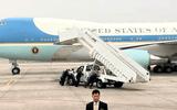 Xe thang chuyên cơ Tổng thống Mỹ bị trục trặc, đặc vụ phải hợp sức đẩy ra