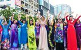 Trên 3.000 phụ nữ đồng diễn với áo dài trên phố đi bộ Nguyễn Huệ