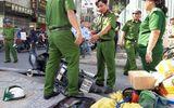 TP.HCM: Ván từ công trình cao ốc rơi trúng đầu, nam thanh niên đi xe máy bất tỉnh