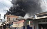 Bình Dương: Hai đám cháy lớn xảy ra liên tiếp, xe cứu hỏa gặp nạn