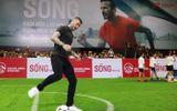 Beckham thi triển kỹ thuật sút phạt thu hút fan Việt