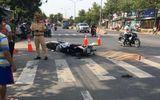 Va chạm xe máy, người đàn ông ngã ra đường bị xe ô tô cán tử vong