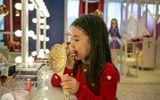 """Chuyện lạ: Các bé gái Hàn Quốc """"đua nhau"""" trang điểm khi đến trường"""