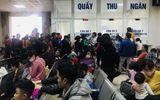 """Người dân Bắc Ninh """"ùn ùn"""" đưa con đi xét nghiệm sán lợn, bệnh viện Hà Nội đông nghẹt"""