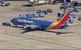 Thêm một máy bay 737 MAX 8 hạ cánh khẩn cấp vì động cơ, cổ phiếu Boeing tụt dốc