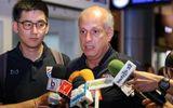 """HLV U23 Thái Lan cúi đầu xin lỗi sau khi về nước vì """"thất bại nặng nề nhất trong sự nghiệp"""""""