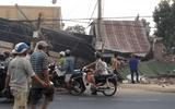 Tin tai nạn giao thông mới nhất ngày 30/3/2019: Xe tải chở rau tông sập 4 nhà dân, 2 người tử vong