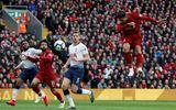 """Cầu thủ Tottenham đá phản lưới nhà """"giúp"""" Liverpool giành ngôi đầu bảng"""