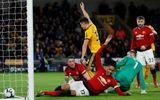 """Cầu thủ Man Utd bị """"ném đá"""" vì thái độ cười cợt khi đội nhà thua trận"""