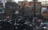 Cháy kho phế liệu, nhiều nhân viên ngân hàng hoảng hốt tháo chạy ra ngoài