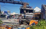 Tin tai nạn giao thông mới nhất ngày 10/4/2019: Xe tải lao vào quán nước mía, 5 người trọng thương