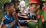 Nhiều trẻ nhỏ hoảng sợ vì lạc bố mẹ tại lễ hội Đền Hùng