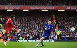 """Salah """"hạ sát"""" Chelsea, Liverpool giật ngôi đầu bảng từ Man City"""
