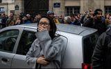 Người dân Paris bật khóc chứng kiến biển lửa nhấn chìm Nhà thờ Đức Bà