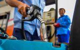Giá xăng tăng mạnh từ 15h chiều nay (17/4), RON 95 lên sốc 1.202 đồng